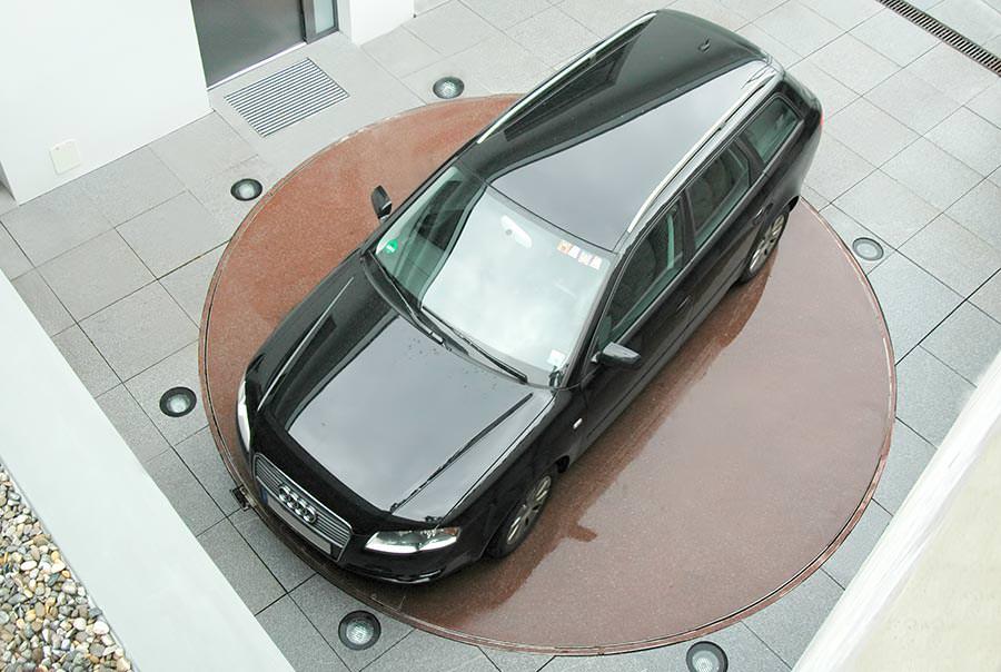 parkdisc von klaus multiparking dreht fahrzeuge auf der. Black Bedroom Furniture Sets. Home Design Ideas