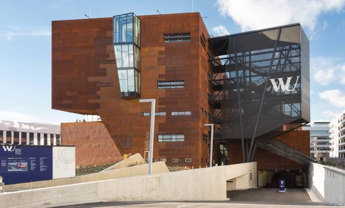 Campus Wien Stahltreppen Fur Die Fluchtwege Kontrastieren