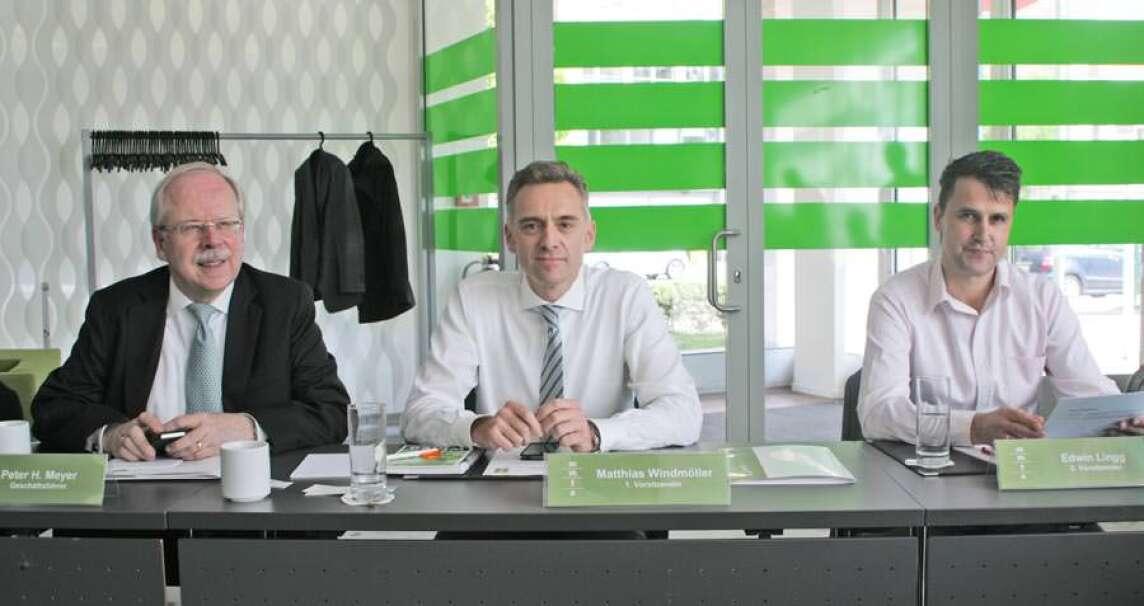 Vorsitzender Matthias Windmöller (Mitte), stellvertretender Vorsitzender Edwin Lingg (rechts) und Geschäftsführer Peter H. Meyer (links)