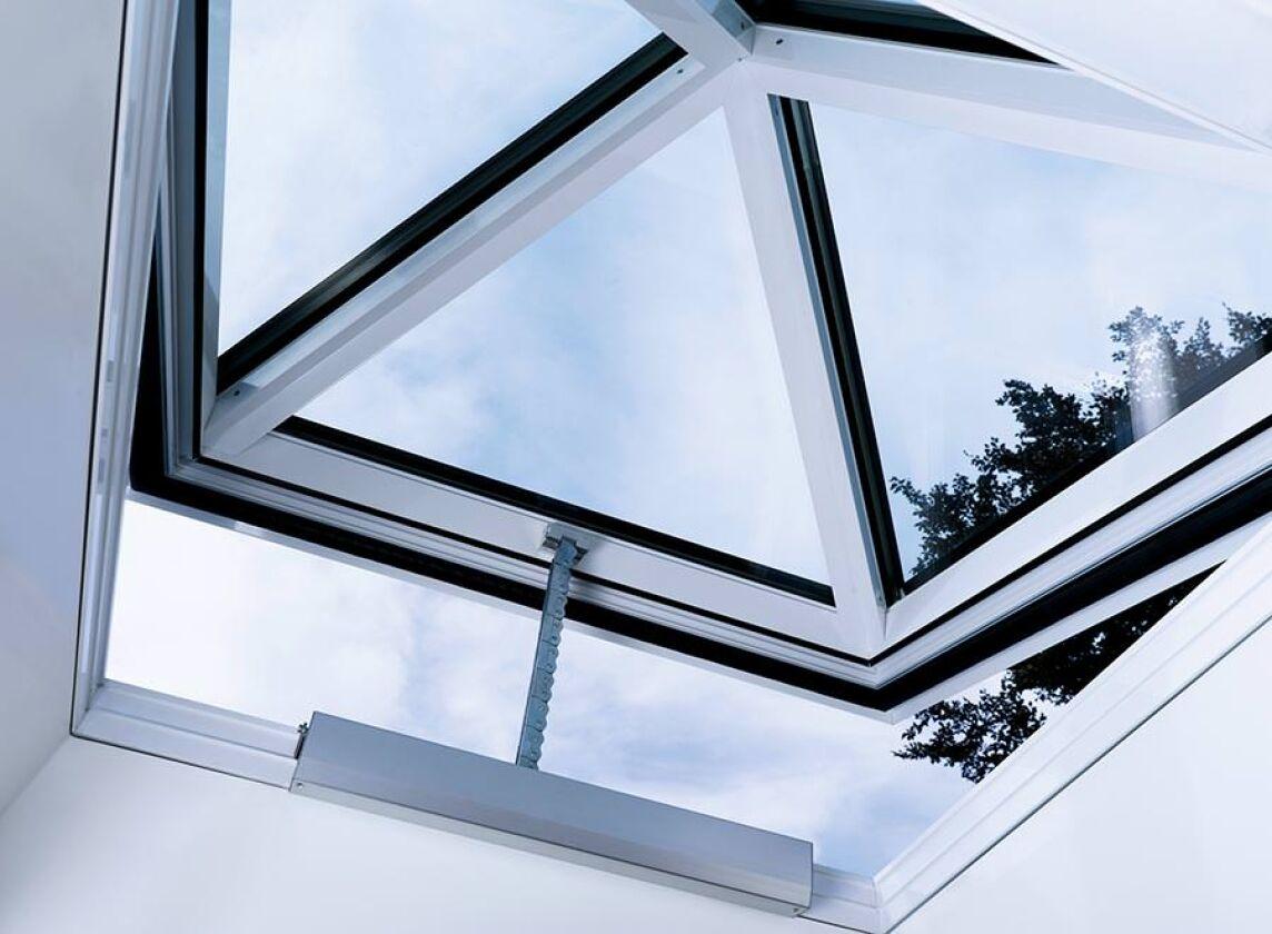 Oberlichter Flachdach echtglas oberlichter optimierte lichtkuppel und neue glaspyramide
