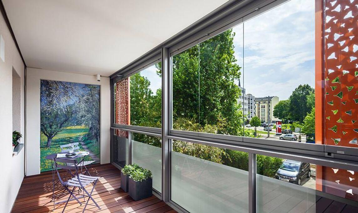 balkonfassade als l rmschutz und gestalterisches. Black Bedroom Furniture Sets. Home Design Ideas