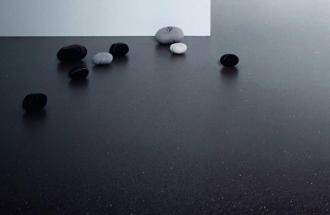 Naturkautschuk Bodenbelag kongeniale fusion der gegensätze granitsplitter treffen auf