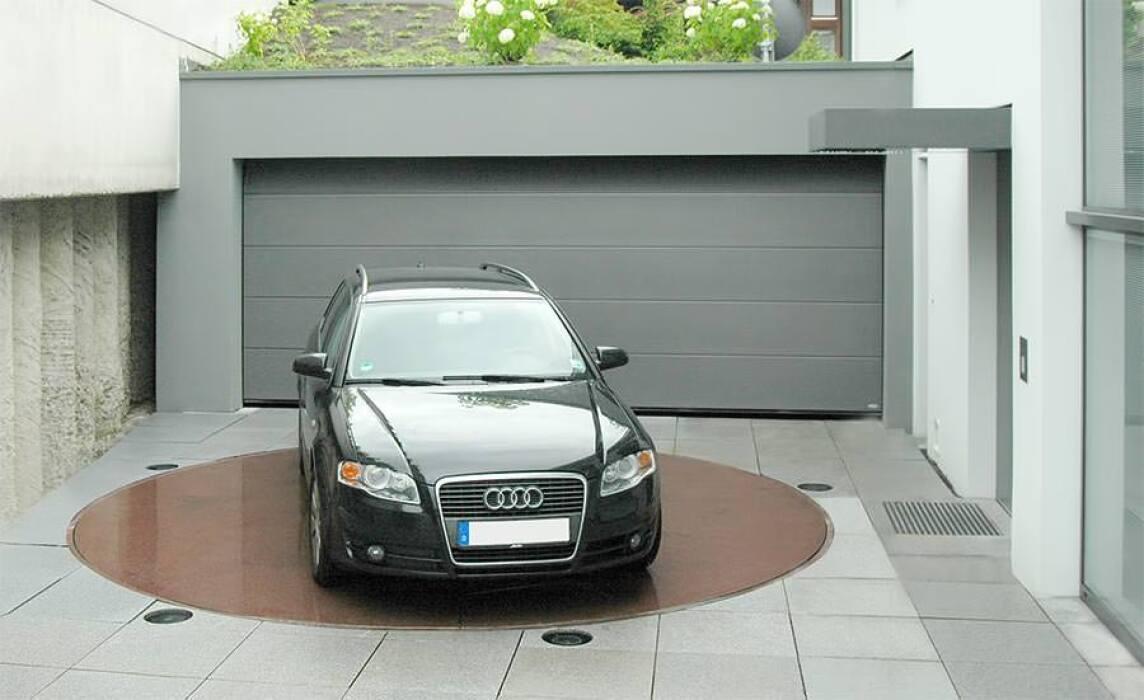 parkdisc von klaus multiparking dreht fahrzeuge auf der stelle um die eigene achse. Black Bedroom Furniture Sets. Home Design Ideas