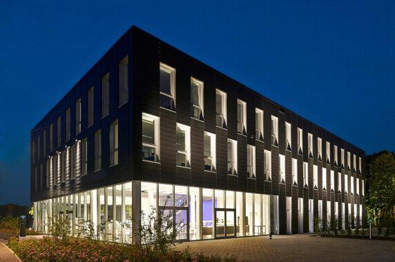 Büro & Verwaltung: Neubau DIAL GmbH, Lüdenscheid (DIAL GmbH), Foto: Alexander Ring