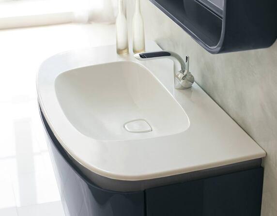 dea luxus badserie von ideal standard als kontrast zu all den minimalistischen badezimmern. Black Bedroom Furniture Sets. Home Design Ideas