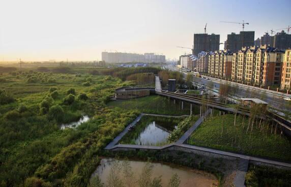 """Turenscape (Bejing, CN) mit """"Qunli Stormwater Park"""""""