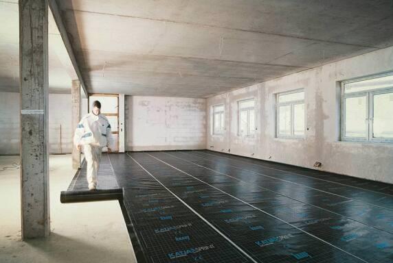 Katja Sprint ist eine selbstklebende, mit Polyethylen (PE) beschichtete Abdichtungsbahn aus Polymerbitumen mit Glasvlies- und Aluminiumeinlage