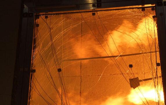 Brandprüfung von einem Fenster mit Oberlicht