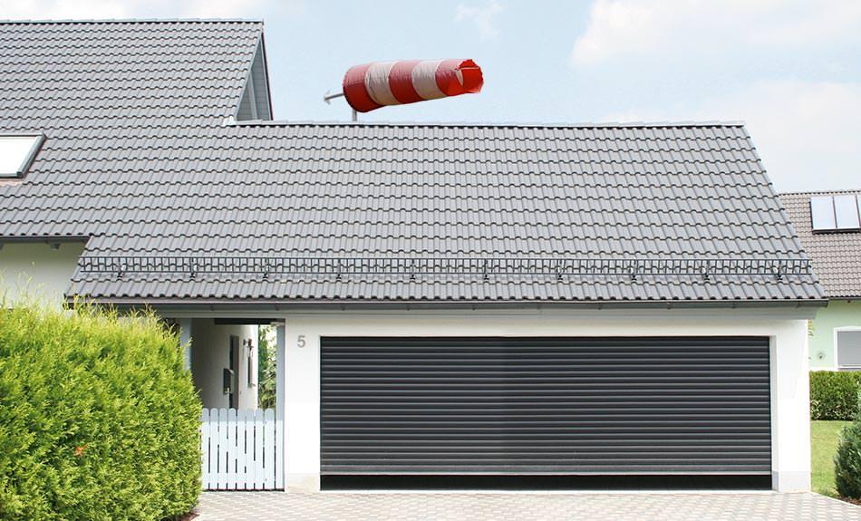 neues sechs meter garagenrolltor von alukon zertifiziert f r schwere st rme. Black Bedroom Furniture Sets. Home Design Ideas