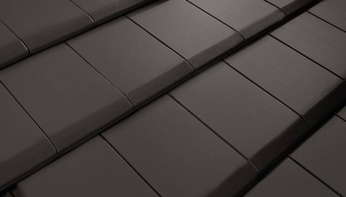 mikado auf dem steildach als puristischer glattziegel. Black Bedroom Furniture Sets. Home Design Ideas