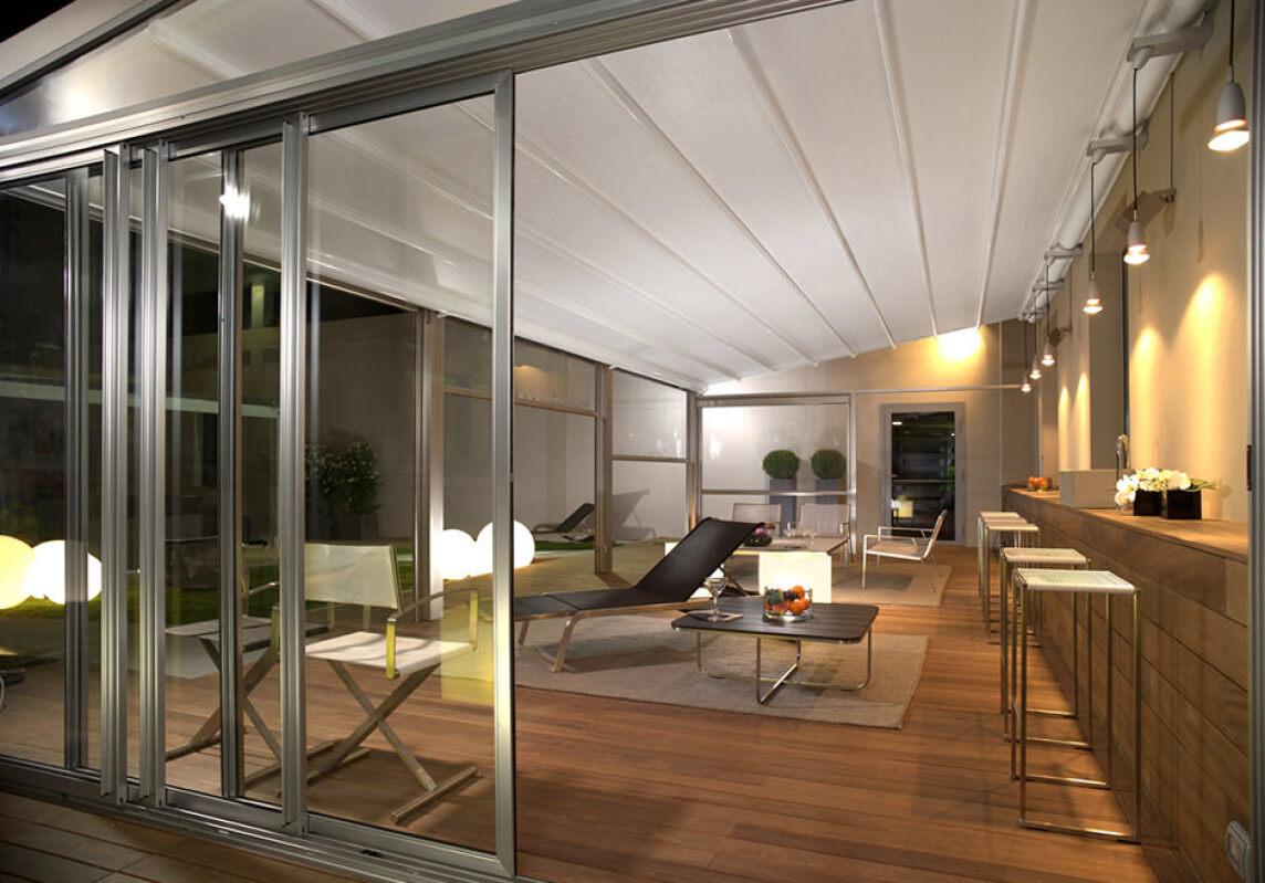 renson bernimmt corradi anbieter hochwertiger terrassen berdachungen. Black Bedroom Furniture Sets. Home Design Ideas