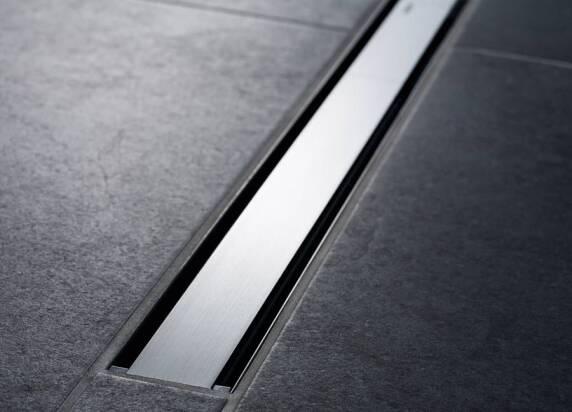 Flach und diskret: Das Modell CleanLine60 schließt bündig mit der Bodenfläche ab.