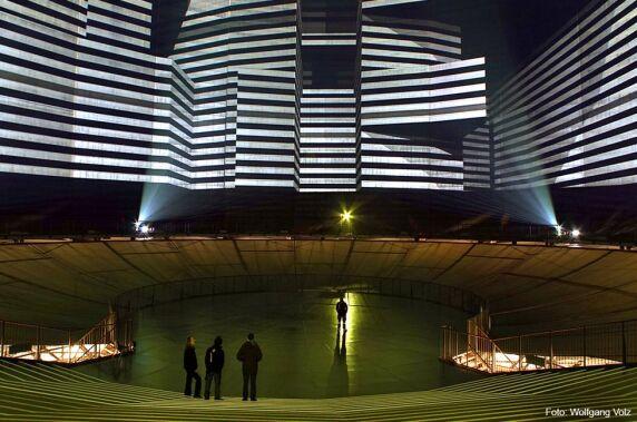 Lichtkunst: 320° Licht im Gasometer Oberhausen (Urbanscreen) Foto: Wolfgang Volz