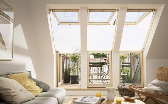 dachbalkon von velux mit serienm ig verbesserter w rmed mmung. Black Bedroom Furniture Sets. Home Design Ideas