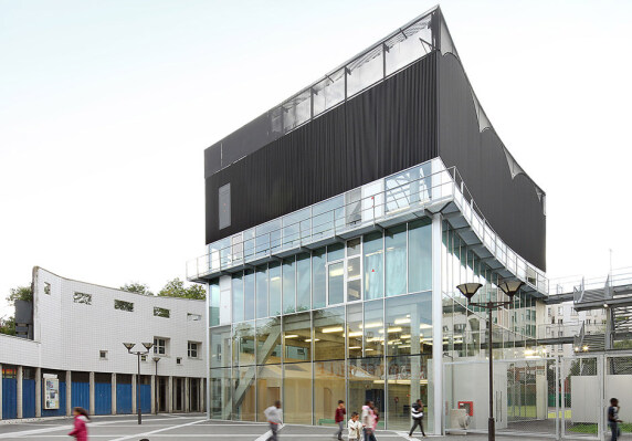 Cultural and Sports Center Saint Blaise area von Büro Bruther <br/> Foto: Filip Dujardin