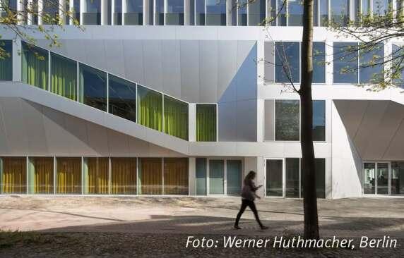 Hörsaal Campus Center Universität Kassel von raumzeit Gesellschaft von Architekten mbH BDA <br/>Foto: Werner Huthmacher