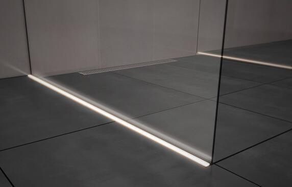 led licht auf ganzer duschentw sserungs linie aber nicht nur lightline pro. Black Bedroom Furniture Sets. Home Design Ideas