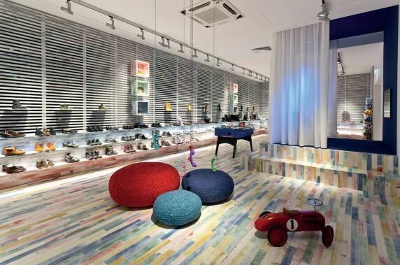 Schuhgeschäft Stiefelkönig, Wien, Bauwerk Parkett Unopark Vintage Edition, Eiche, Multicolor, matt versiegelt © Bauwerk Parkett AG