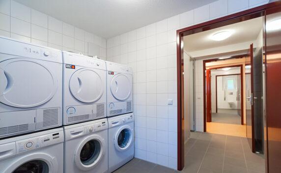 moderne Geräte in den Waschräumen der Unterkünfte