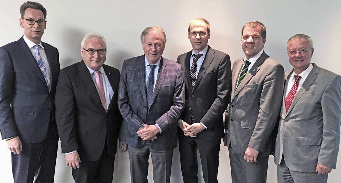 BDH-Vorstand: Dr. Frank Herrmann, Manfred Greis, Siegfried und Thomas Weishaupt, Dr. Carsten Voigtländer, Vaillant, Andreas Lücke