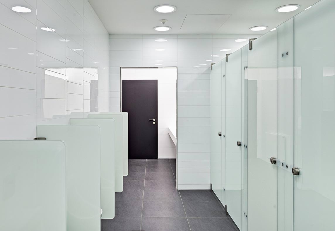 soft close t ren bringen ruhe in toilettenanlagen akustisch und optisch. Black Bedroom Furniture Sets. Home Design Ideas