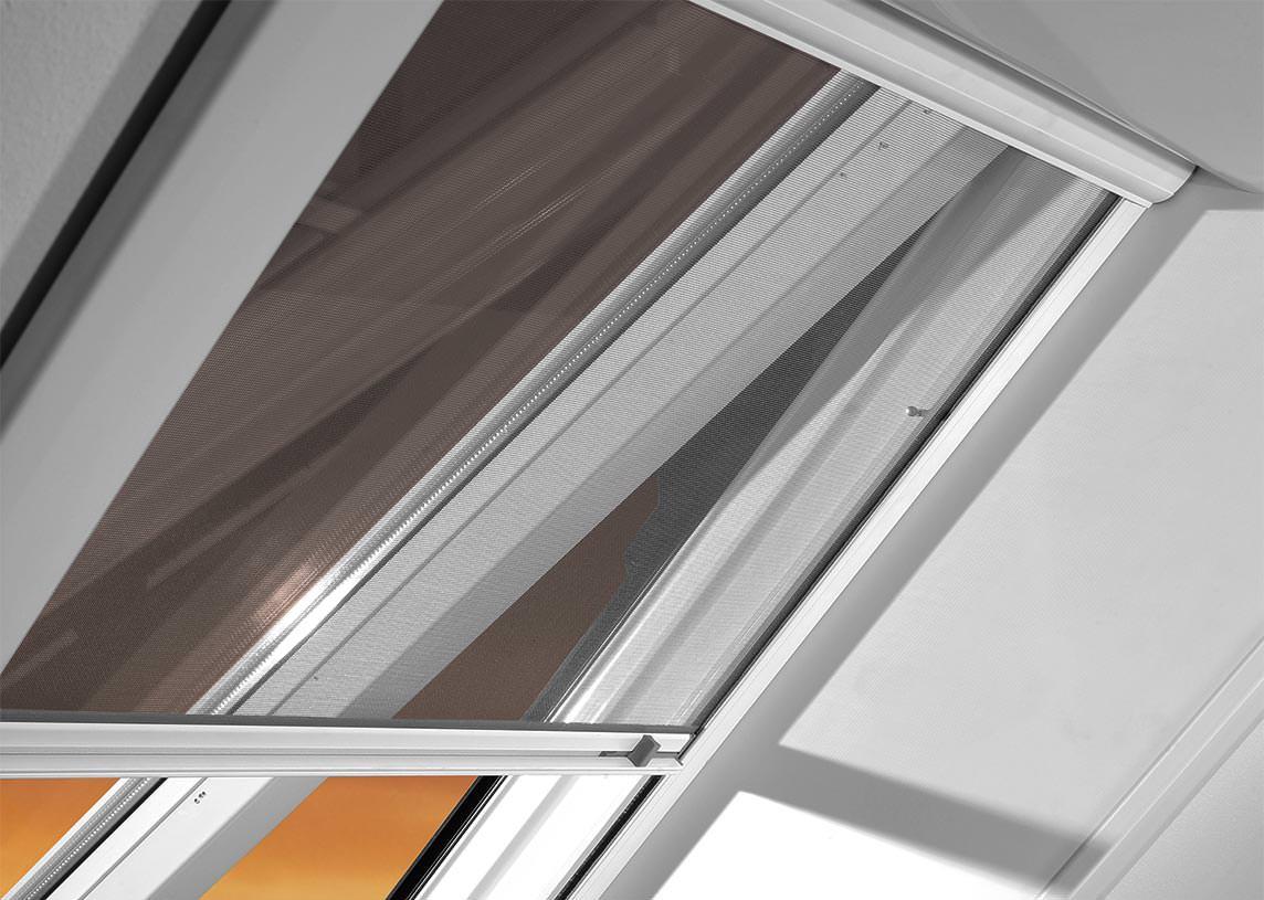 Dachflächenfenster detail roto  Insektenschutz für Dachflächenfenster à la Roto und Velux