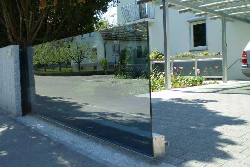Hoftor Schwebendes Glas