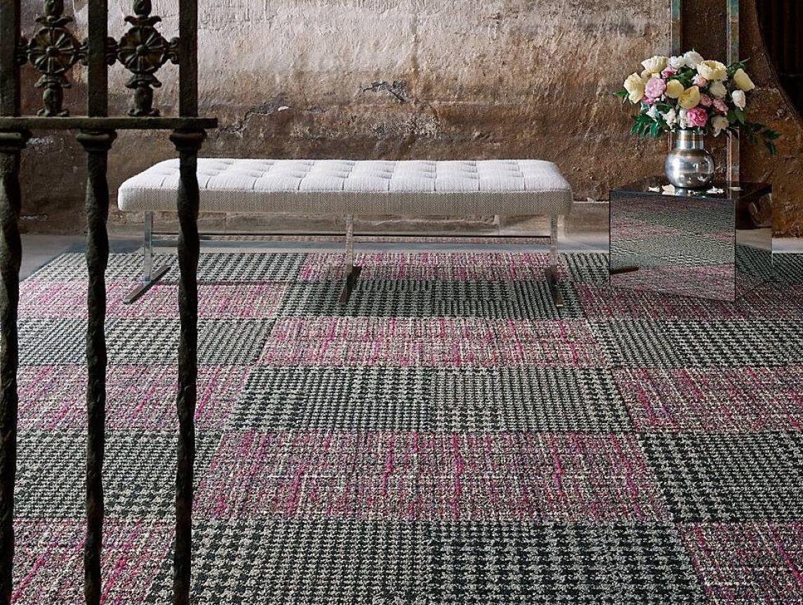 world woven teppichfliesen von interface inspiriert von tweed stoffen. Black Bedroom Furniture Sets. Home Design Ideas