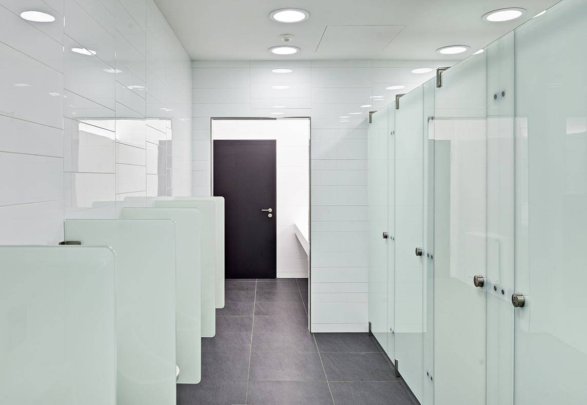 soft close t ren bringen ruhe in toilettenanlagen. Black Bedroom Furniture Sets. Home Design Ideas