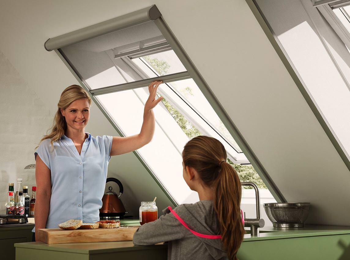 insektenschutz f r dachfl chenfenster la roto und velux. Black Bedroom Furniture Sets. Home Design Ideas