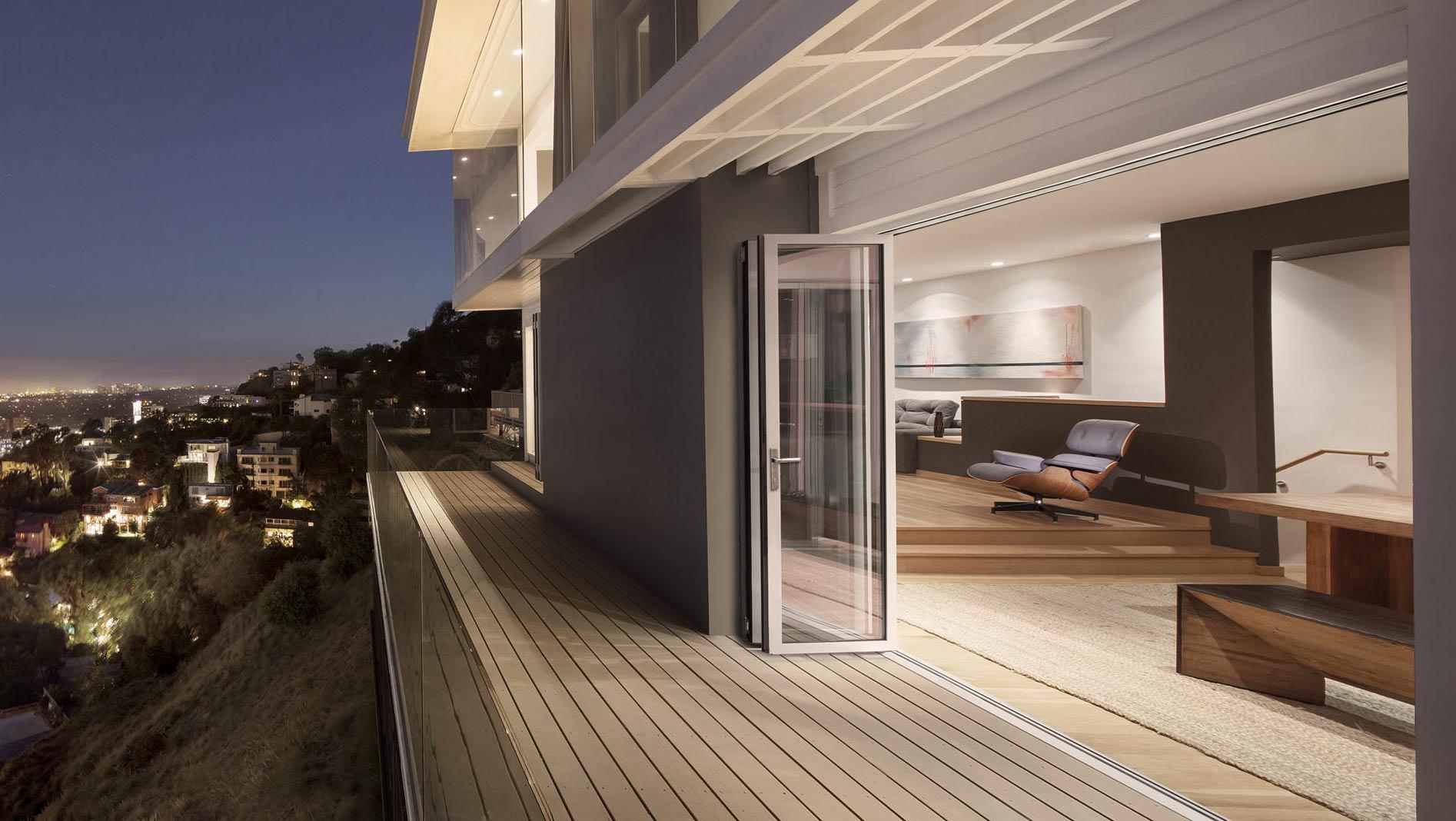 schlank barrierefrei sch tzend die der glas faltwand la solarlux. Black Bedroom Furniture Sets. Home Design Ideas