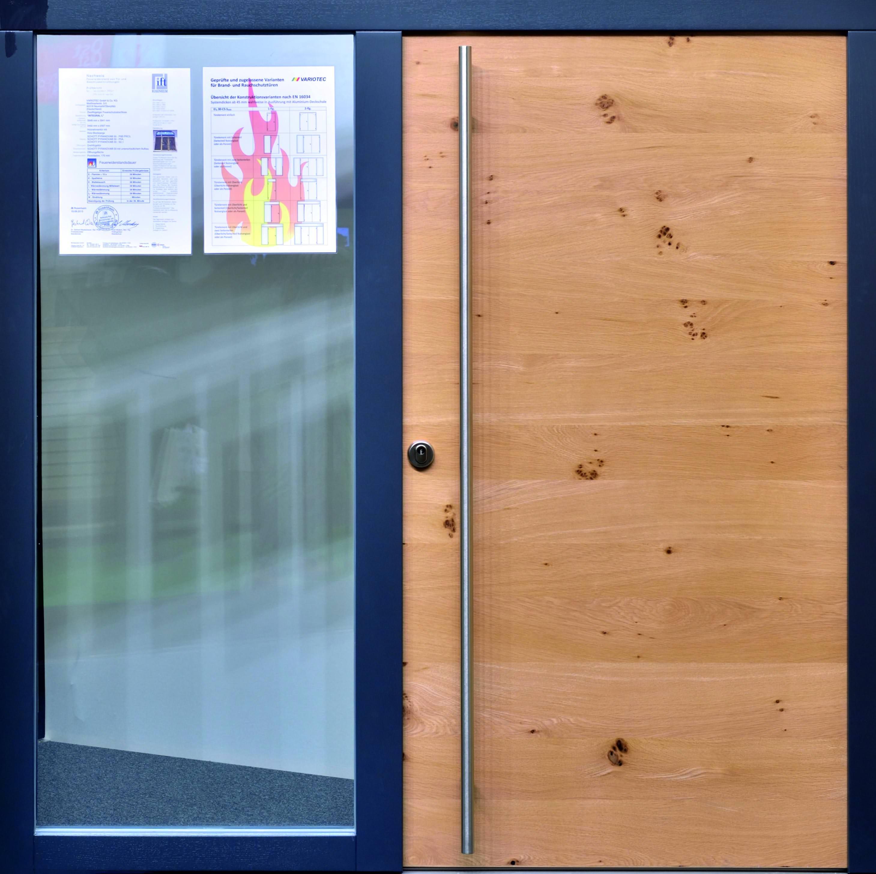 Aussentür  Neue vakuumgedämmte Außentür von Variotec trotzt Feuer ...