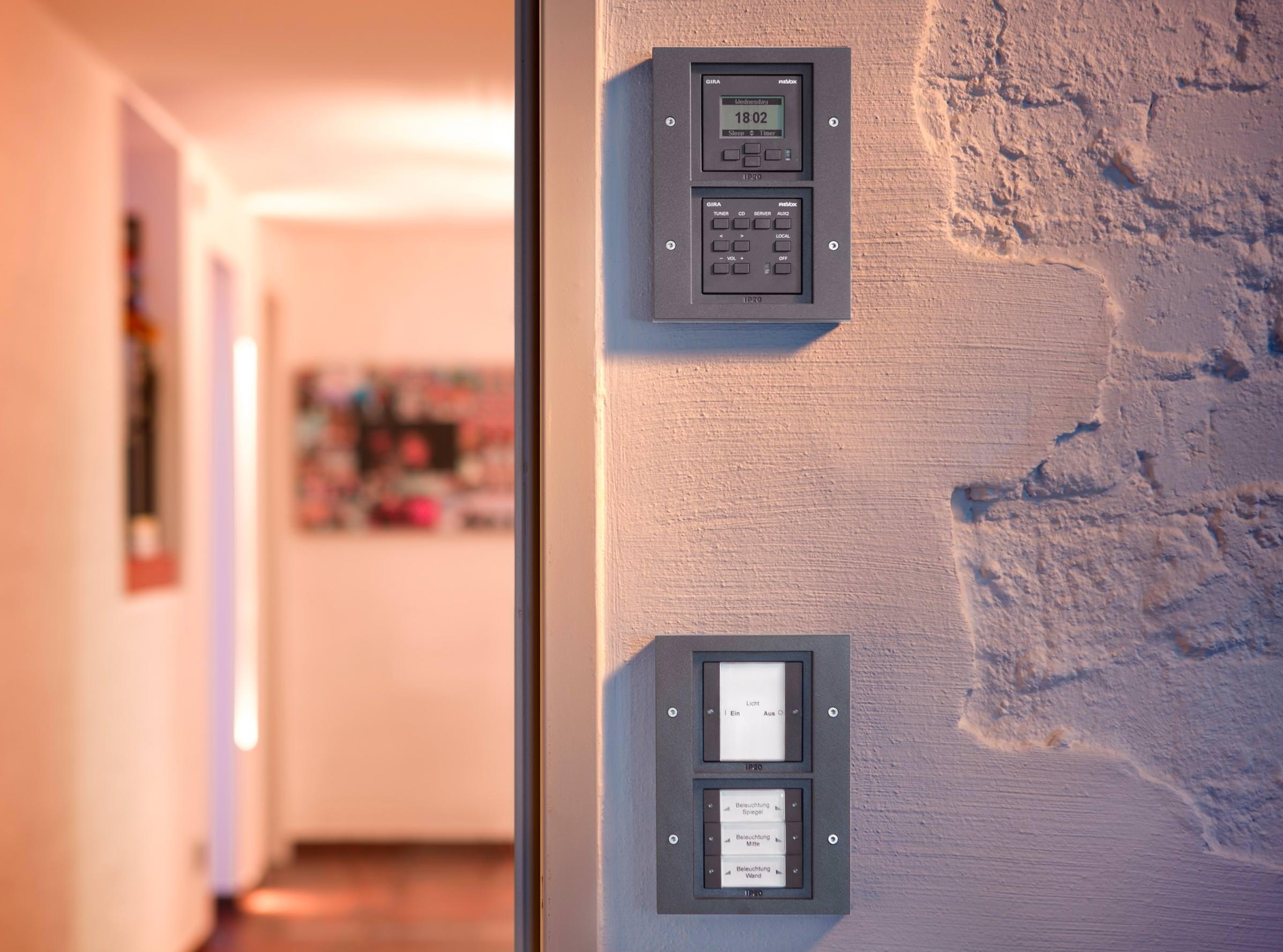 gira tx 44 funktionales schalterprogramm mit designanspruch f r innen und au en. Black Bedroom Furniture Sets. Home Design Ideas