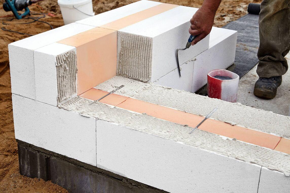 Porenbetonmauerwerk mit Kerndämmung aus Phenolharz-Hartschaum