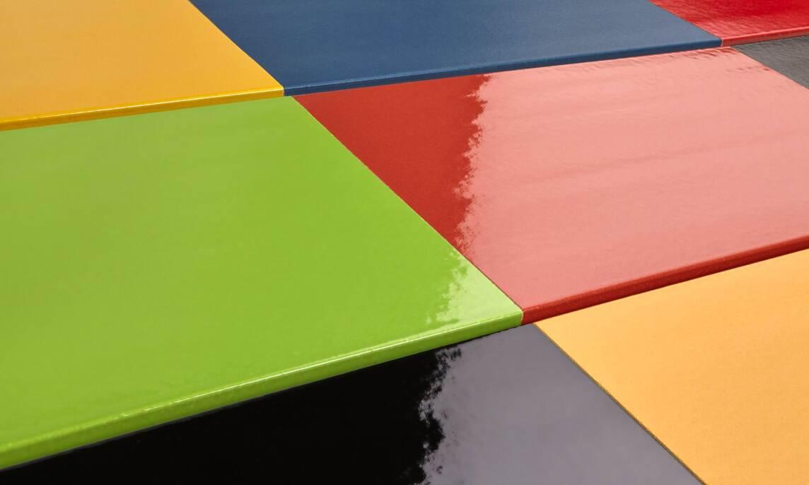 In Russland bevorzugen Architekten kräftige Farben, gern auch glasiert.