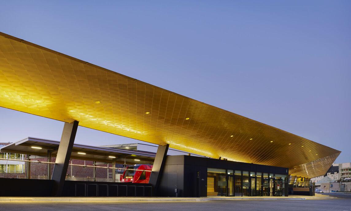 ZOB Busbahnhof Gummersbach - Lichtwerke GmbH (© Lukas Roth)
