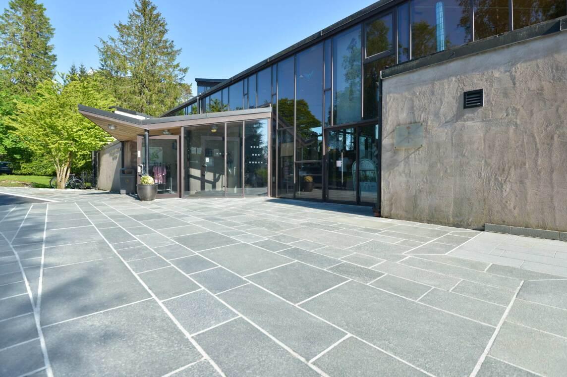 2/10 Terrassenboden aus Polygonalplatten RocaNEX RX 38 Offerdal Quarzit