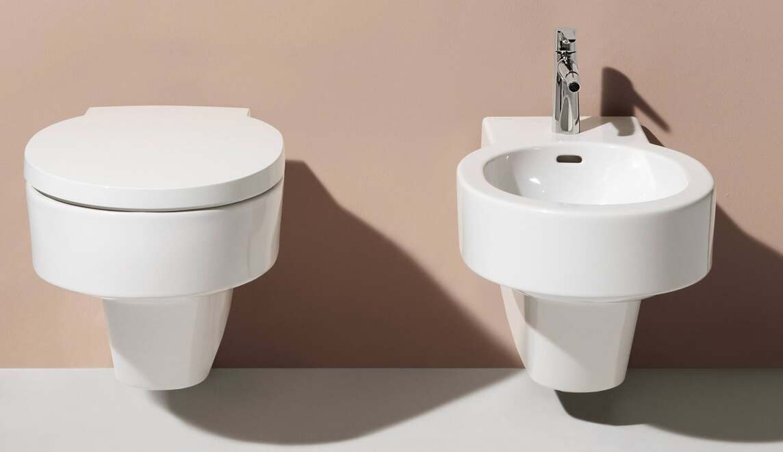 val ein komplettbad mit viel saphirkeramik. Black Bedroom Furniture Sets. Home Design Ideas