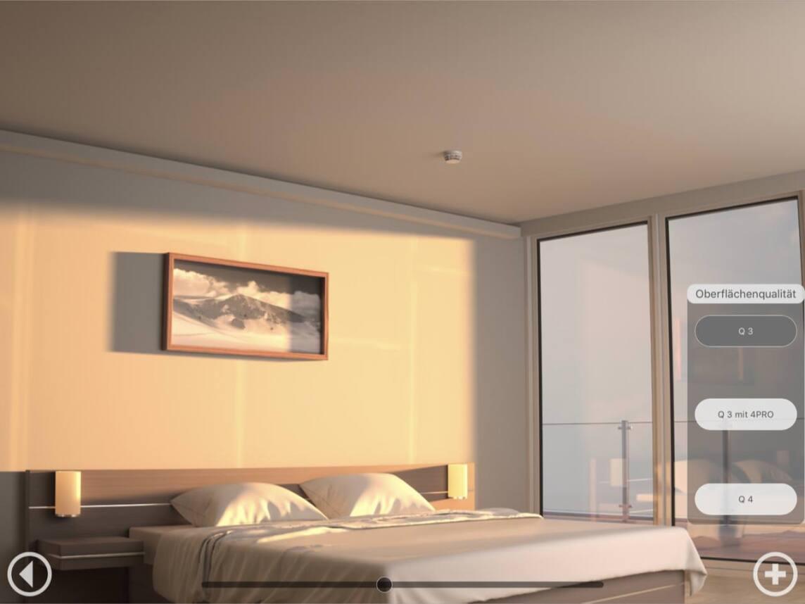 Achten Sie auch auf die Wand am Kopfende des Bettes, wie sich die Plattensöße abbilden!