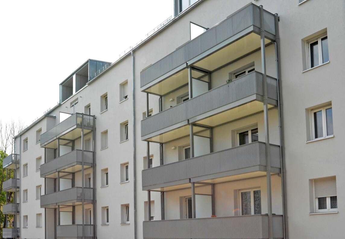 aluone ein balkon aus aluminium in selbsttragender bauweise. Black Bedroom Furniture Sets. Home Design Ideas