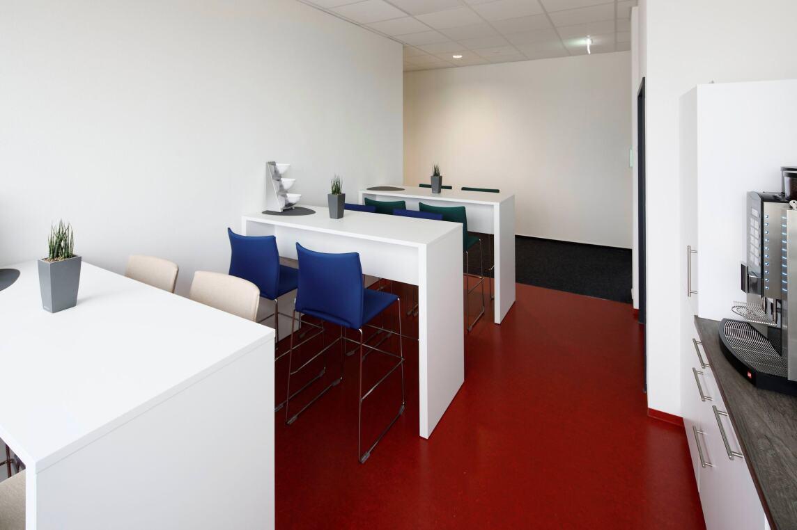 Bild 9/9 Büro-/Mitarbeiterbereich