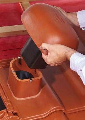 Im Gegensatz zu vielen anderen ver-gleichbaren Produkten ist beim Ko-ramic-Dunstrohrsystem der Adapter in der richtigen Länge und wird ein-fach in das Anschlussrohr der Grundplatte geschoben.