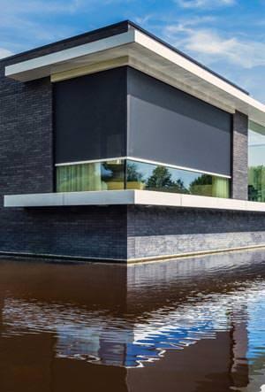 locker ber eck abgewinkelte senkrechtmarkise panovista. Black Bedroom Furniture Sets. Home Design Ideas