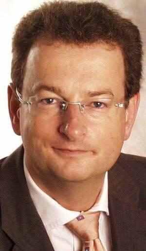 Dr.-Ing. Ernst Smolka neuer Geschäftsführer der Hess GmbH Licht + Form