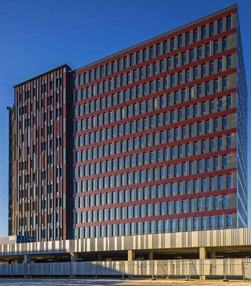 Auf Wunsch der litauischen Architektin Diana Zalane wurden für die-sen Mehrgeschosser unterschiedliche Plattenformen im Argeton-Werk Görlitz hergestellt.