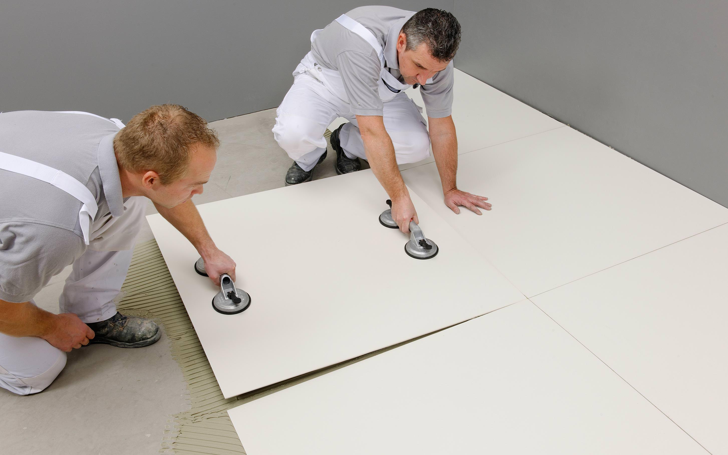 Fußboden Grundieren Fliesen ~ Neue grundierung für die verlegung von großformatigen fliesen auf