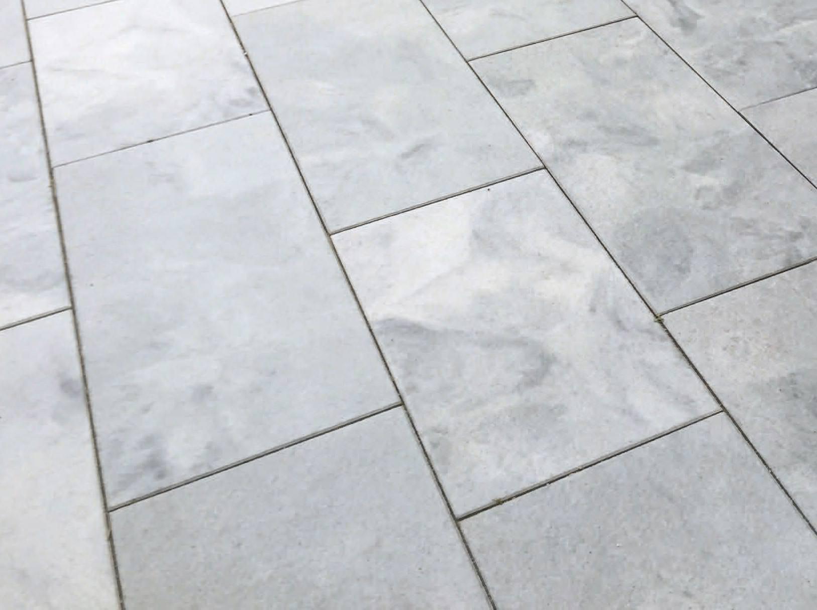 diamantgebürstete terrassenplatten mit mediterranem touch im