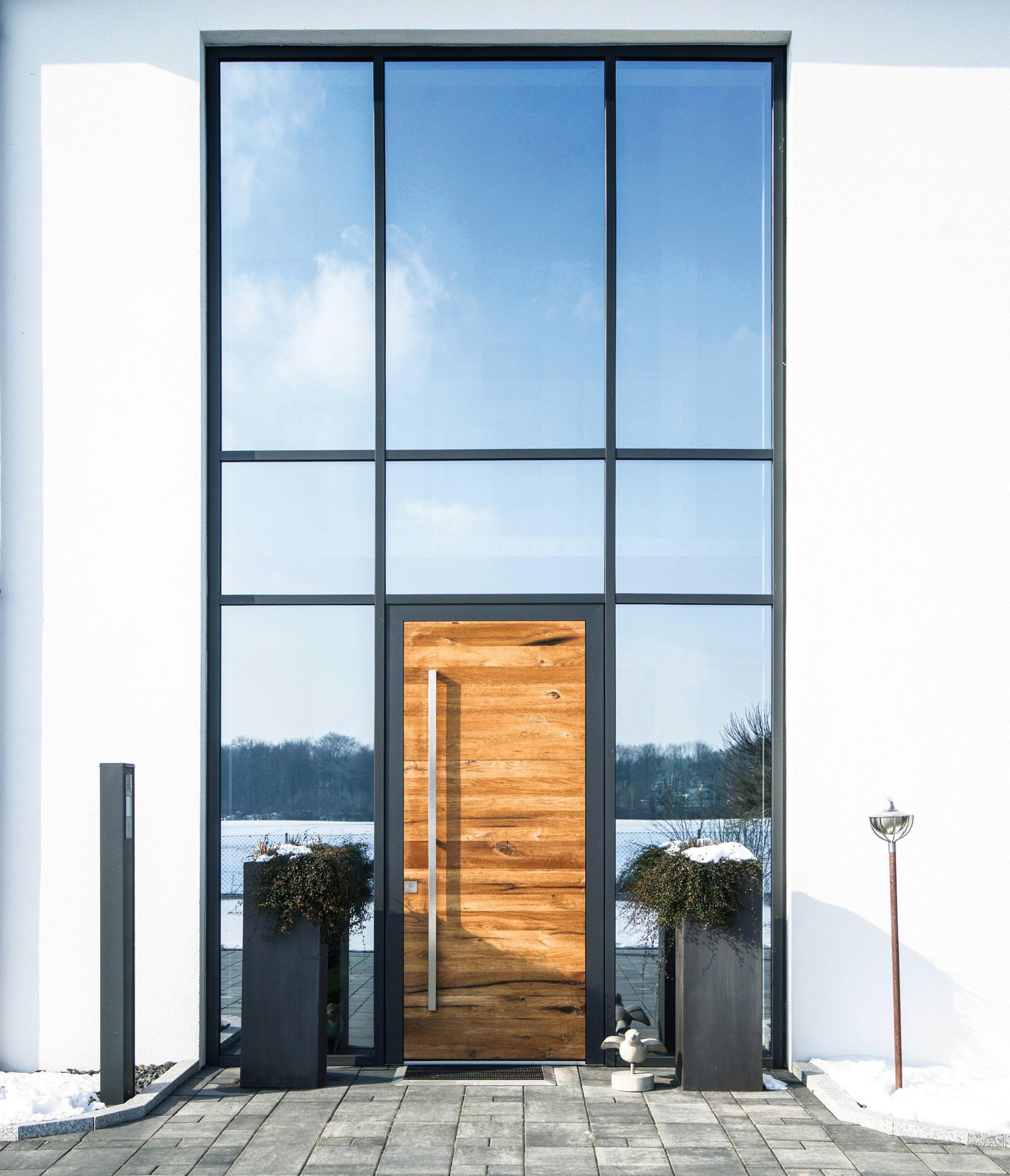 Hybrid-Haustür aus Altholz und Aluminium - eine Neuentwicklung von Gugelfuss