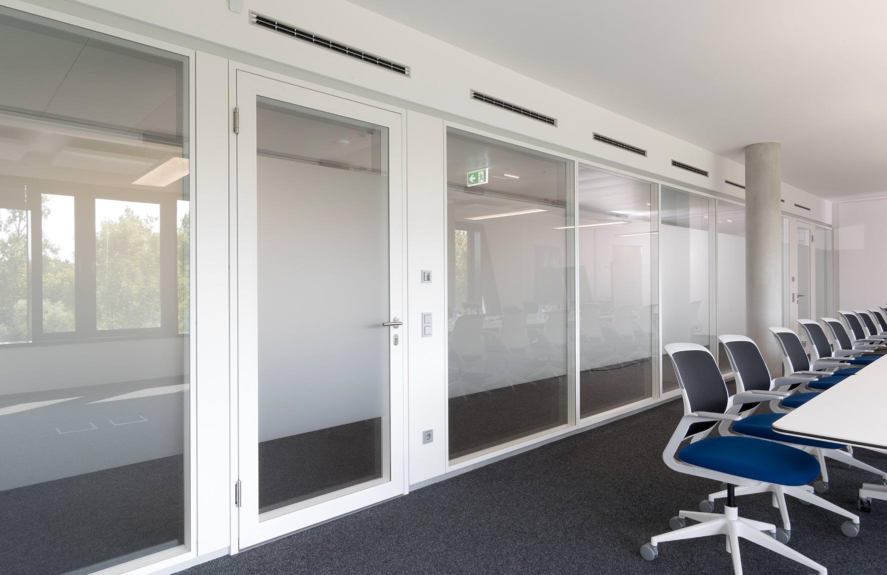 Neue, flächenbündige Strähle-Türen ... nicht nur für Trennwandsysteme