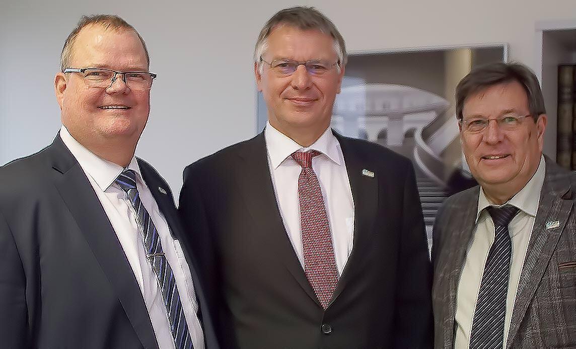 Frank Koos, VFF-Präsident Detlef Timm und Ulrich Tschorn